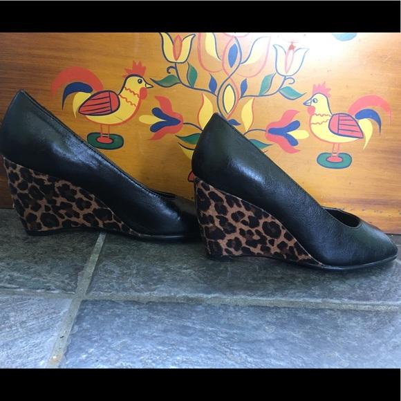 A2 by Aerosoles black peeptoe leopard wedges Sz 6